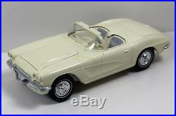 1962 Corvette Convertible Promo (Friction) White AMT # F922