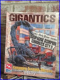 1996 Amt Ertl Model Kits Set Of 3 Gigantics Diorama Scorpion Tarantula Mantis