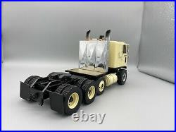 1/25 AMT Chevrolet Titan 90 COE 475 Twin Turbo 4 Axle Pro Built Museum Quality
