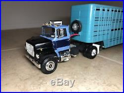 1/25 AMT Ford Louisville 8000 S/A Cattle Pups Built Nice All Wheels Roll