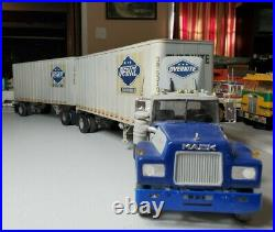 1/25 AMT Mack R600 OverNite Pup Trailers Convertor Dolly Nice Built Weathered