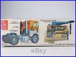 1/25 Scale Kit Vintage AMT T530 Consolidated White Freightliner SD Truck Tractor