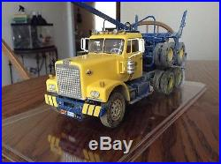 1/25 built AMT Diamond Reo truck with Peerless logging trailer