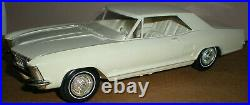 AMT1963 BUICK RIVIERA Dealer Promotional Car, Off White in Box
