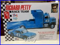 AMT 1072 Richard Petty Race Team model kit
