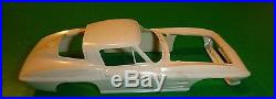 AMT 1964 CORVETTE STING RAY SPORT COUPE #6924 1/25 Model Car Mountain VINTAGE