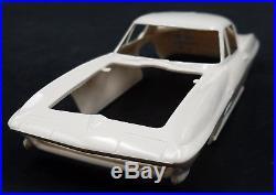 AMT 1964 Corvette Sting Ray Customizing 6924 COUPE 1/25 Model Car Mountain