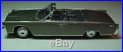AMT 1965 Lincoln Continental Convertible Pro Built Model Car scaled in 1/25