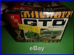 Amt 1965 Pontiac Gto 2600 1/25 Model Car Mountain Kit Vintage Annual
