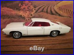 AMT 1968 Ford Galaxie XL Awesome Built Model Kit 1/25