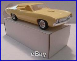 AMT 1/25 1970 Ford Torino Cobra Coupe Yellow Promo Near Mint