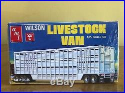 AMT 1/25 International Transtar 4300 and AMT Wilson Livestock Trailer