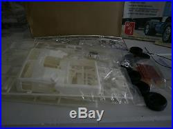 AMT 1/25 White Freightliner SD Truck Tractor kit T530 Sealed Inside nice