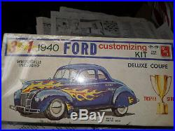 AMT 3 in 1 1940 Ford Deluxe Coupe customizing model kit