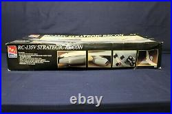 AMT ERTL 8956-RC-135V Strategic Recon 172 Aircraft Model Kit DD4