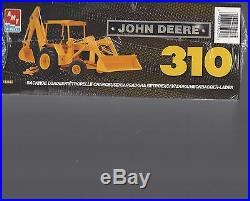 AMT/Ertl 15043 John Deere backhoe, front end loader. 1/25th scale