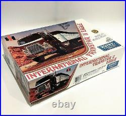 AMT Ertl 1/25 6183 International Transtar II Eagle Scale Model Kit