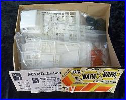 AMT Ford C-600 City Delivery Truck 1/25 Model Kit
