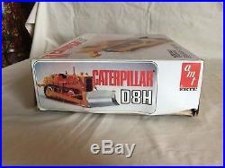 AMT Matchbox 125 scale Plastic Model Kit Caterpillar D8H Crawler Dozer Tractor