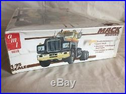 AMT Matchbox 125 scale Plastic Model Kit Mack R685ST Tractor Truck