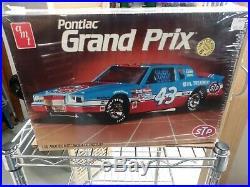 AMT Richard Petty Pontiac Grand Prix Model Kit 1/16