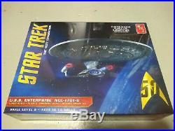 AMT Star Trek USS Enterprise 1701-D Clear Injected Model 11400 Scale New Sealed