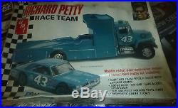 AMT T569 Richard Petty Race Team DarT FORD RAMP TRUCK 1/25 Model Car Mountain FS