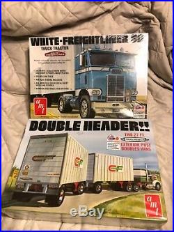 AMT WHITE FREIGHTLINER SD & TRAILMOBILE two 27 TRAILER 1/25 scale 2 model kits