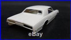AMT # Y901 200 1969 FORD THUNDERBIRD VINTAGE ANNUAL 1/25 Model Car Mountain