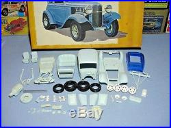 Amt 1932 Ford Victoria Victorian Elegance #3212-300 32 1/25 Mpc Builder Kit