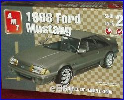 Amt Fox Body 1988 Ford Mustang Plastic Model Kit 1/25 Skill Level 2