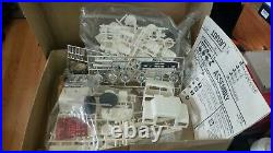 Amt Mack R685st 1/25 Scale Truck Model, Complete Factory Parts Kit, #5020, 1980