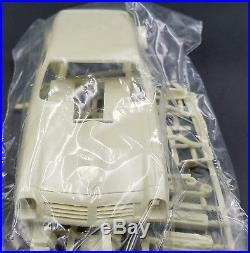 Amt T371 Chevy Vega Funny Van Vita-mini 1/25 Model Car Mountain Vintage