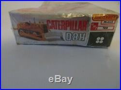 Caterpillar Yellow Dozer D8H 125 Scale Matchbox AMT Model Kit in Box