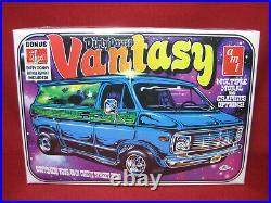 Dirty Donny's Vantasy 1970s Chevy Van G10 Street Custom AMT 125 Model Kit 691