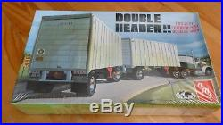 Double Header Doubles Vans Trailer Amt 38684 Model Kit Plastic 1/25 F/s Sealed
