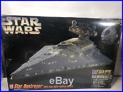 ERTL / AMT #8782 Star Wars STAR DESTROYER Model Kit with Fiber Optic Lighting