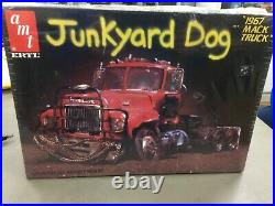 Ertl Amt 1967 Mack Truck Junkyard Dog 1/25 Scale Model Kit