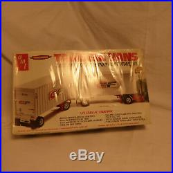 Hole in package AMT TANDEM VANS two 27-foot ext post tralers 1/25 vintage