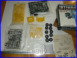 International Amt Ertl 8039 Old Model Kit Plastic 1/25 Open Box Race Truck