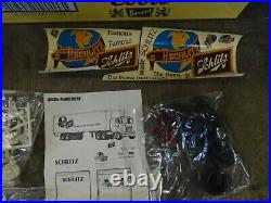 New amt t553 mack schlitz beer truck and trailer t554 (old stock)