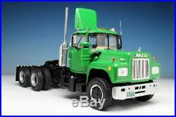 Round 2 AMT No. 1039 125 Scale Mack R685ST Semi Tractor Model Kits Car R/C Model