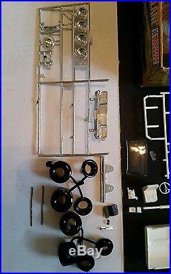 Vintage 1/25 Scale Amt 1964 Ford Fairlane Plastic Model Kit T191-225 Unbuilt