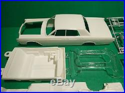 VINTAGE AMT 1967 LINCOLN CONTINENTAL 1/25 Model Car Mountain #6427 ANNUAL
