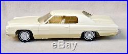 VTG 1972 White Chevrolet Chevy Impala PROMO Non Friction AMT 1/25 NICE