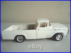 Vintage 1/25 1960 Ford F-100 Pick-up Truck AMT Dealership Promo Model Car
