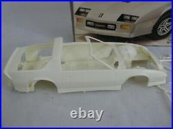 Vintage AMT Ertl 1/25 Scale Chevrolet Camaro IROC-Z Model Car Kit #6272 NIB